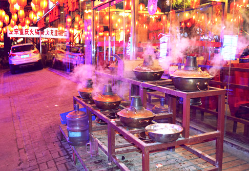 Cooking pots on Guijie