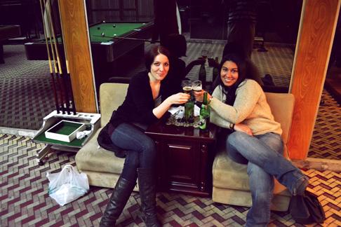 hotel-bar-cheers