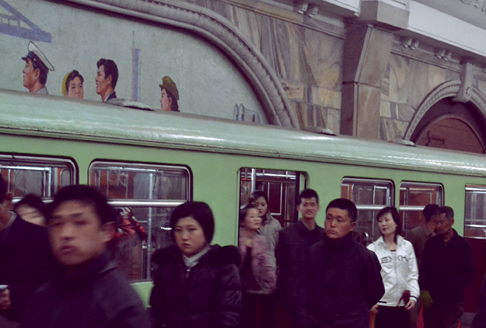 metro-disembarking