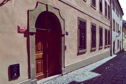 prague-old-city-door-alley