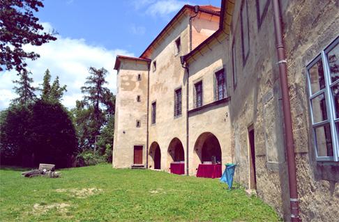 w-castle-back