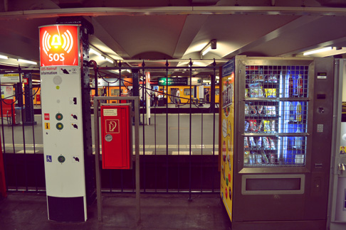 2-subway-stands