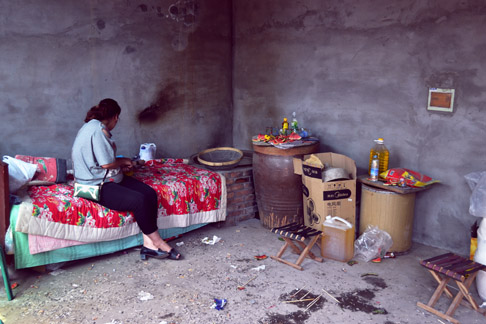 Travel Blog China: Chinese Hebei Village Woman Tends to Her Baby